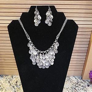 Premier Design silver teardrop cascde necklace NWT